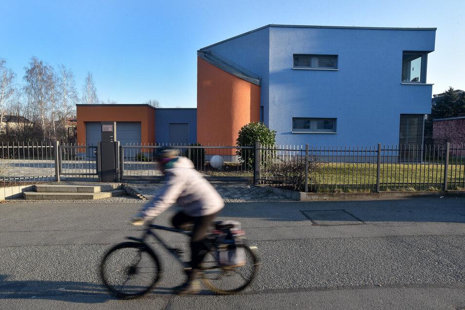 Dieses moderne Haus steht in der Dornspachstraße in Zittau zwischen zahlreichen Altbauten.