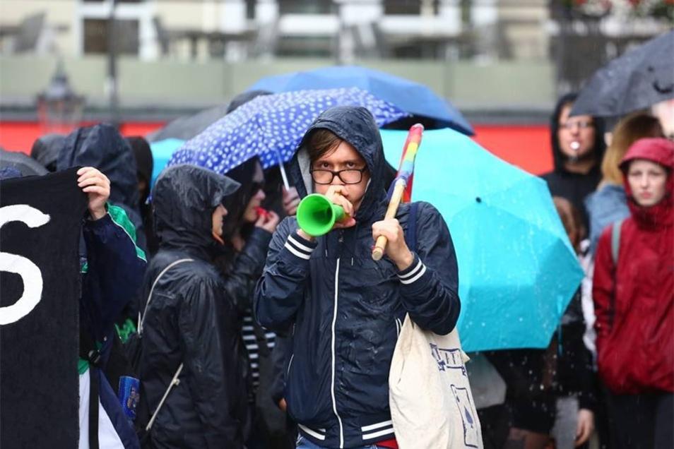 In Sicht- und Hörweite von Pegida kam es zu lautstarken Gegenprotest.