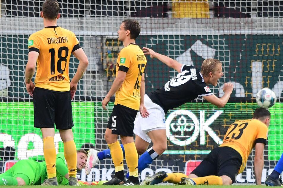 Die Entscheidung in der Schlussphase: Joel Pohjanpalo erzielt für den Hamburger SV den 1:0-Siegtreffer in Dresden.