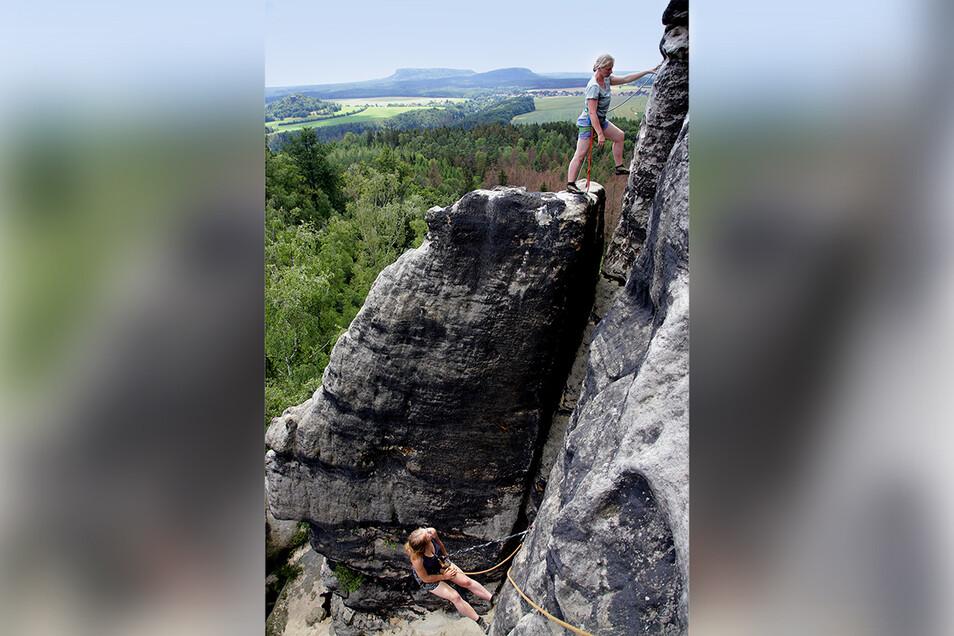 Klimmerstein jetzt: Der Felskopf ist verschwunden. Er befand sich dort, wo die Kletterin steht.