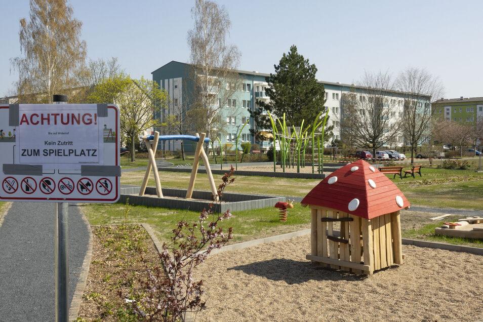 An der Glauchauer Straße hat die WGR fast eine halbe Million Euro in die Gestaltung des Wohnumfelds investiert. Wegen der Corona-Verbote ist allerdings auch dieser neue Spielplatz gesperrt.