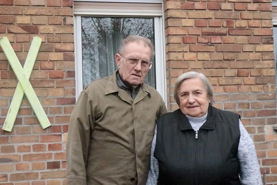 Günter Zech (80) und seine Frau Else Zech (80) kämpfen für den Erhalt ihrer Heimat Mühlrose. Sie haben viel erlebt und ertragen mit dem Tagebau Nochten. In dritter Generation wohnen sie heute auf dem Hof der Großeltern.
