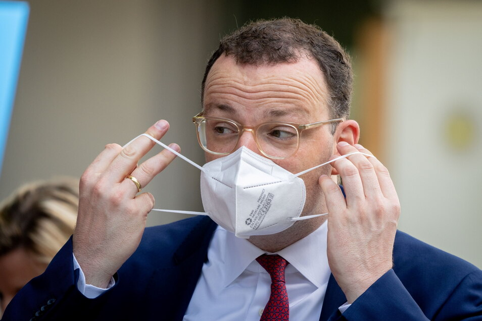 Gesundheitsminister Jens Spahn (CDU) hat vor einer deutlichen Zunahme der Corona-Fälle gewarnt.