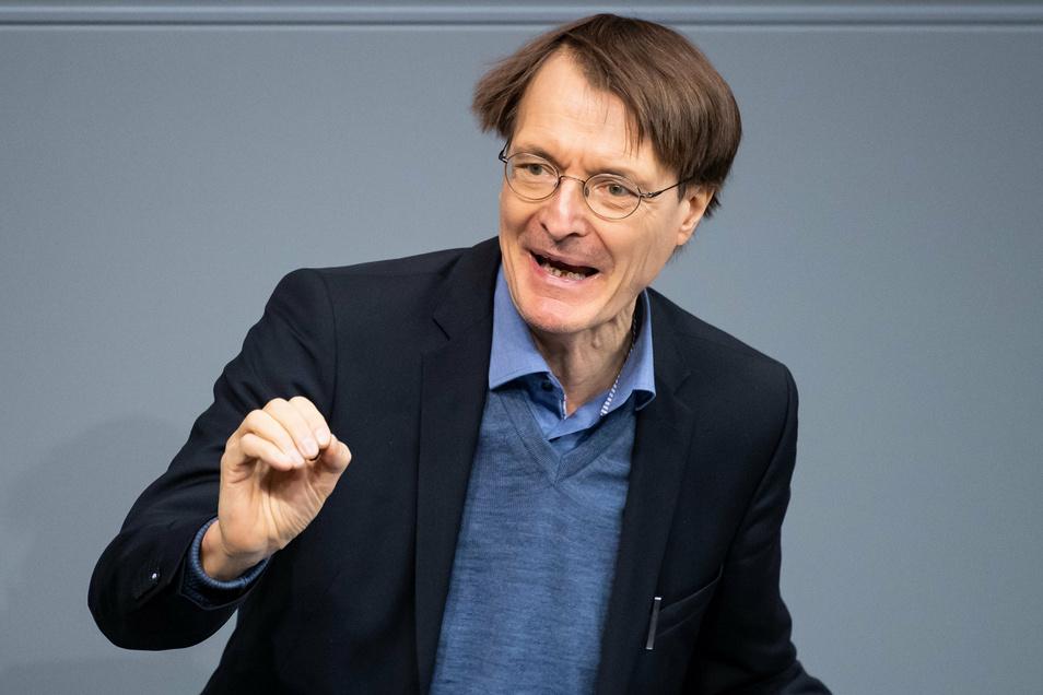 So kennen ihn viele: Lauterbach spricht im Bundestag.