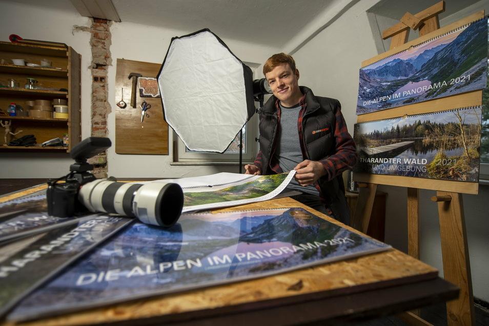 Richard Müller hat sich mit seinen 22 Jahren schon ein richtiges Atelier eingerichtet. Er hat einen Fotokalender vom Tharandter Wald erstellt.