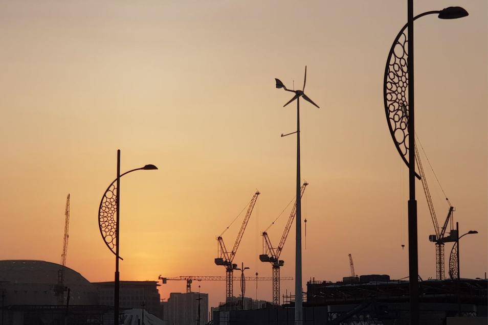 Der Hersteller von Kleinwindanlagen iQron in Dresden hat seine erste Anlage in den Vereinigten Arabischen Emiraten installiert. Kunde ist die Emirates National Oil Company (ENOC) mit Sitz in Dubai.