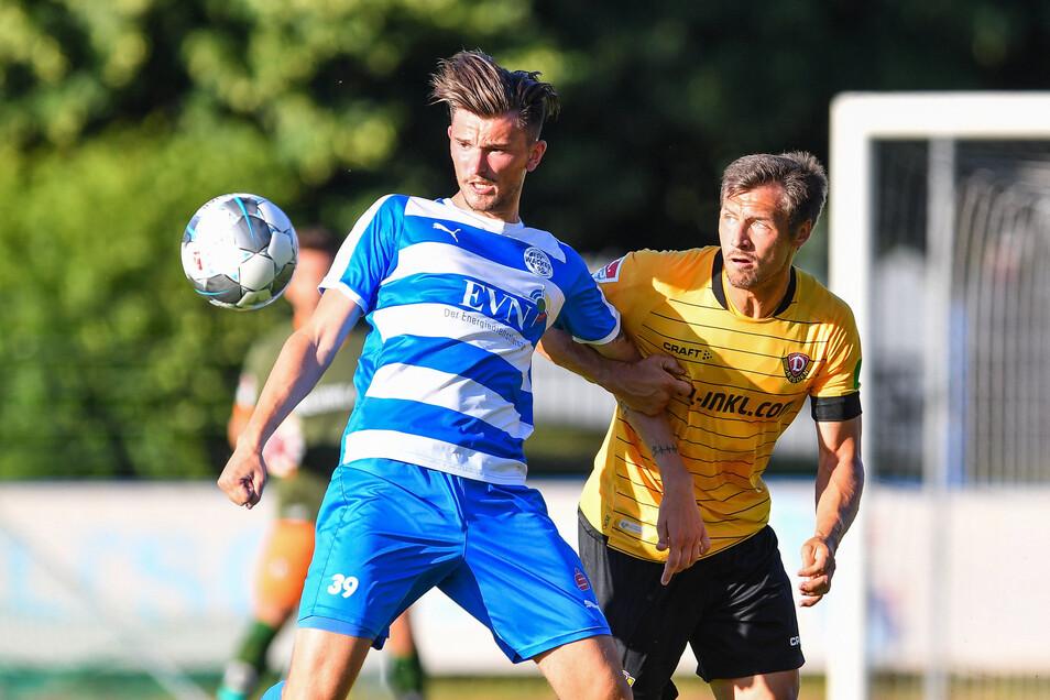 Am Donnerstag spielte Sören Gonther (r.) noch mit Dynamo gegen den FSV Wacker Nordhausen. Seit Samstag trägt er das Trikot des FC Erzgebirge Aue.