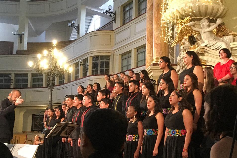 Der Jugendchor Domus Artis aus Mexiko 2019 zu Gast beim Jugendchor in der Großenhainer Marienkirche.