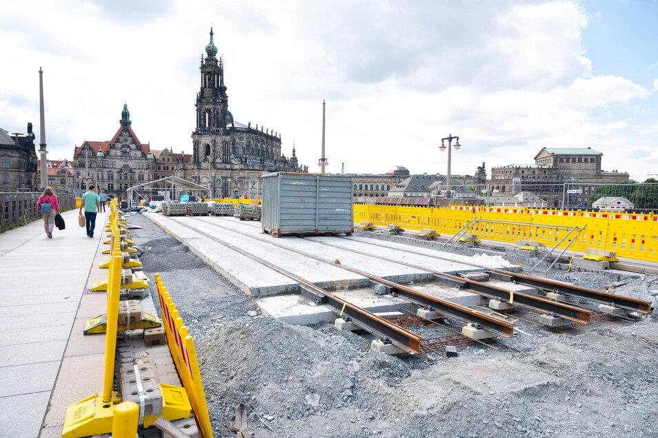 Ende des Jahres sollen auch wieder Straßenbahnen über die Dresdner Augustusbrücke.