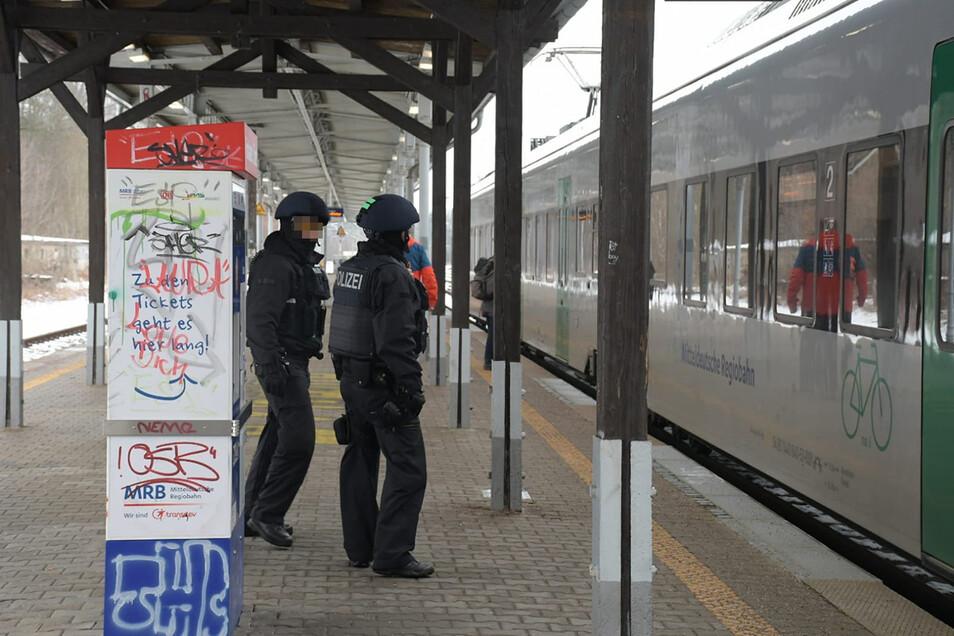 Der Waldheimer Bahnhof rückte in den Fokus der Ermittler. Dort wurde der mutmaßliche Autodieb auch festgenommen.