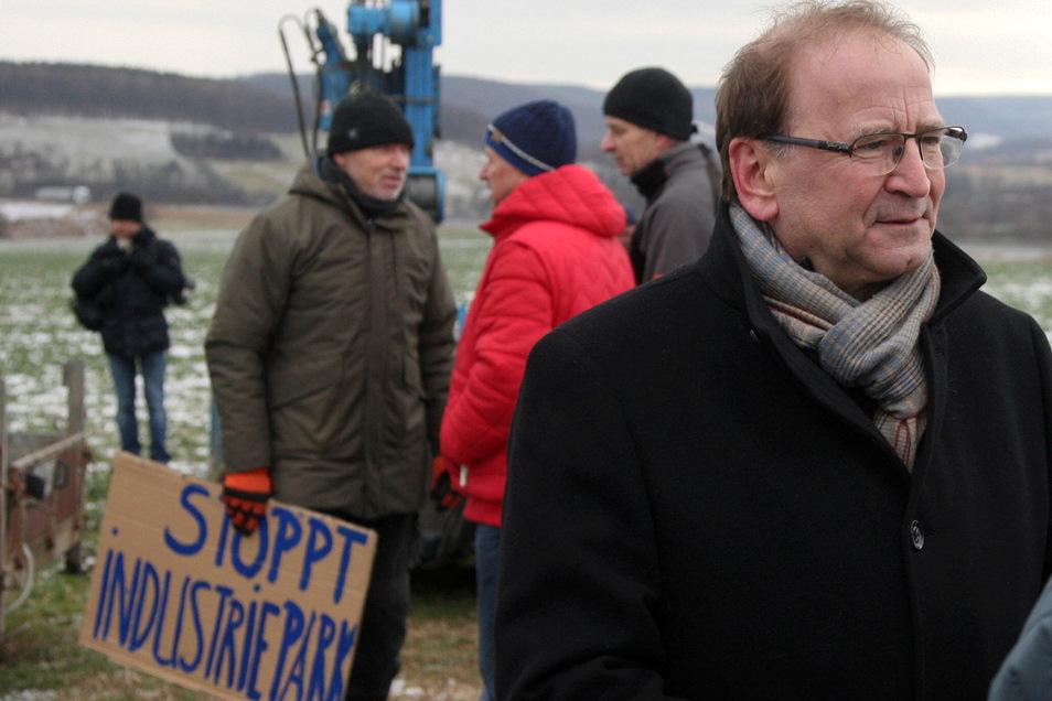 Immer nah beeinander: IPO-Vorkämpfer Jürgen Opitz (CDU) und die Gegner des Vorhabens.