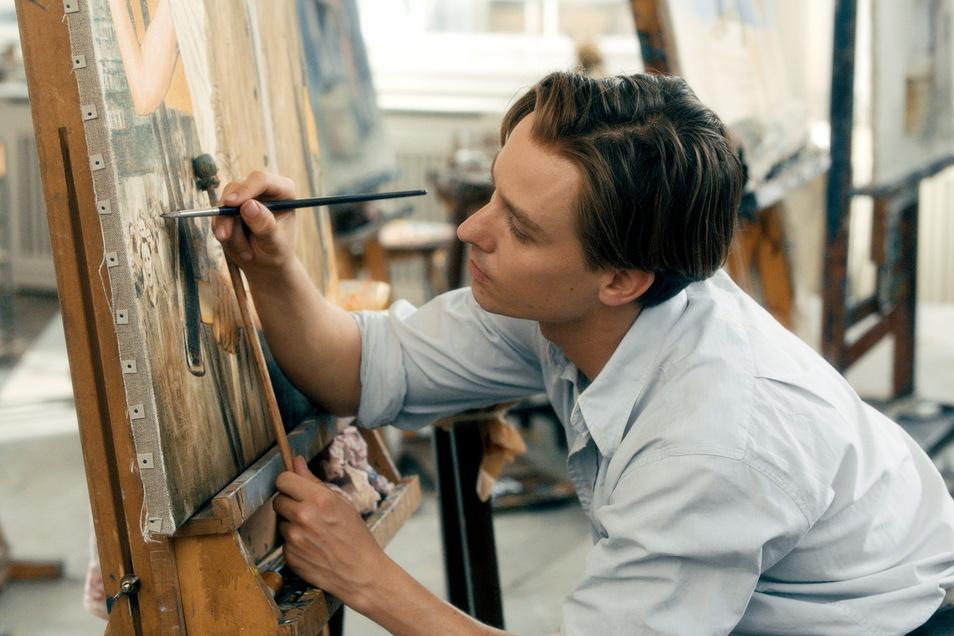 Tom Schilling verkörpert den Künstler Kurt Barnert.