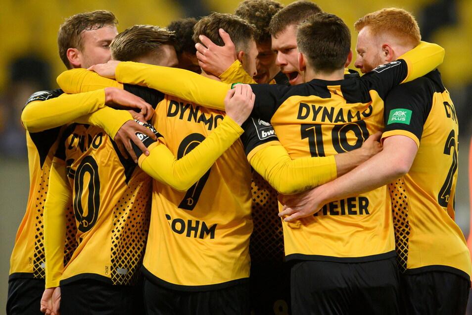 Zusammenstehen und zusammen aufsteigen - darum geht es jetzt bei Spitzenreiter Dynamo Dresden, auch am Sonntag im Spiel gegen den Tabellenletzten Unterhaching.