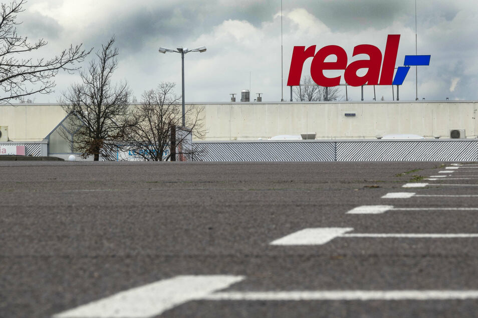 Nach dem Real-Verkauf verkündet der Investor erste Schließungen. Die Zukunft des Standorts im Riesapark (Foto) ist aber weiter offen.
