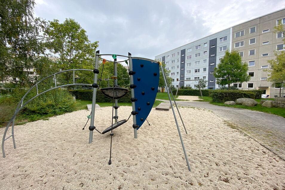 Dieser Kletterturm ist das einzige Spielgerät, das es im Niederhof in Löbau Ost gibt. Die Anwohner wünschen sich mehr.