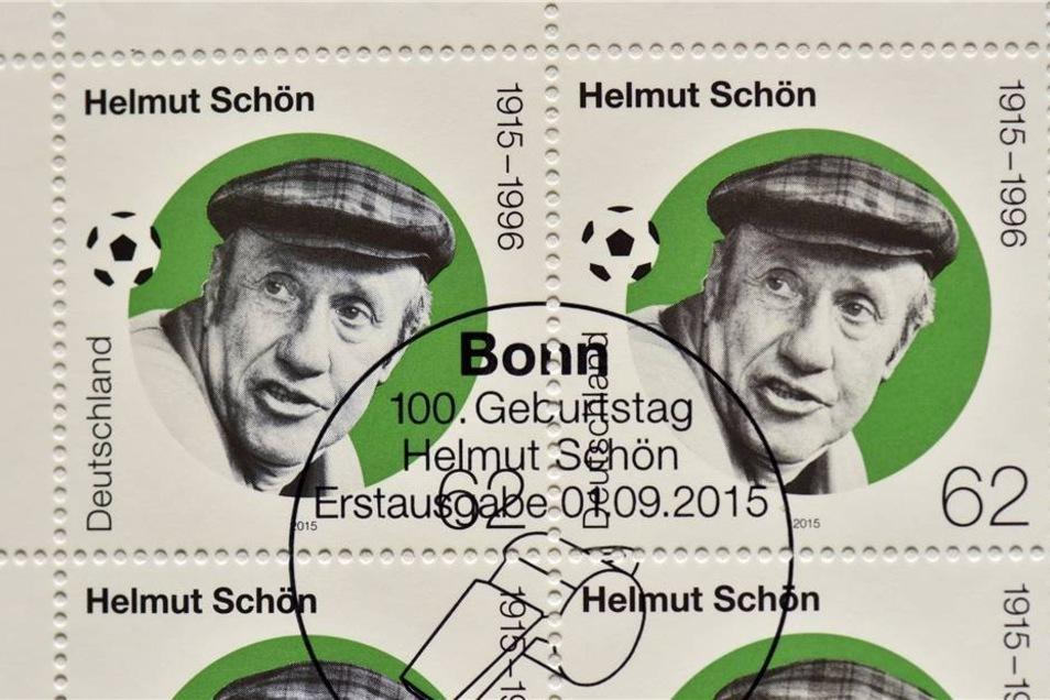 """Zum 100. Geburtstag ehrt das Bundesfinanzministerizum den """"Mann mit der Mütze"""" mit einer neuen Sonderbriefmarke."""