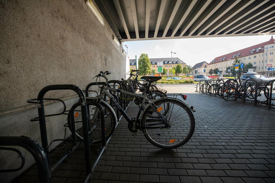 Hier können auf dem Bahnhof Heidenau der auch als Heidenau Nord bekannt ist, die Räder der Pendler oder Reisende abgestellt werden.