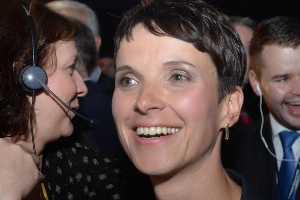 """Sachsens AfD-Vorsitzende Frauke Petry: """"Es ist die individuelle Entscheidung der AfD-Mitglieder, an Pegida-Kundgebungen teilzunehmen oder nicht."""""""