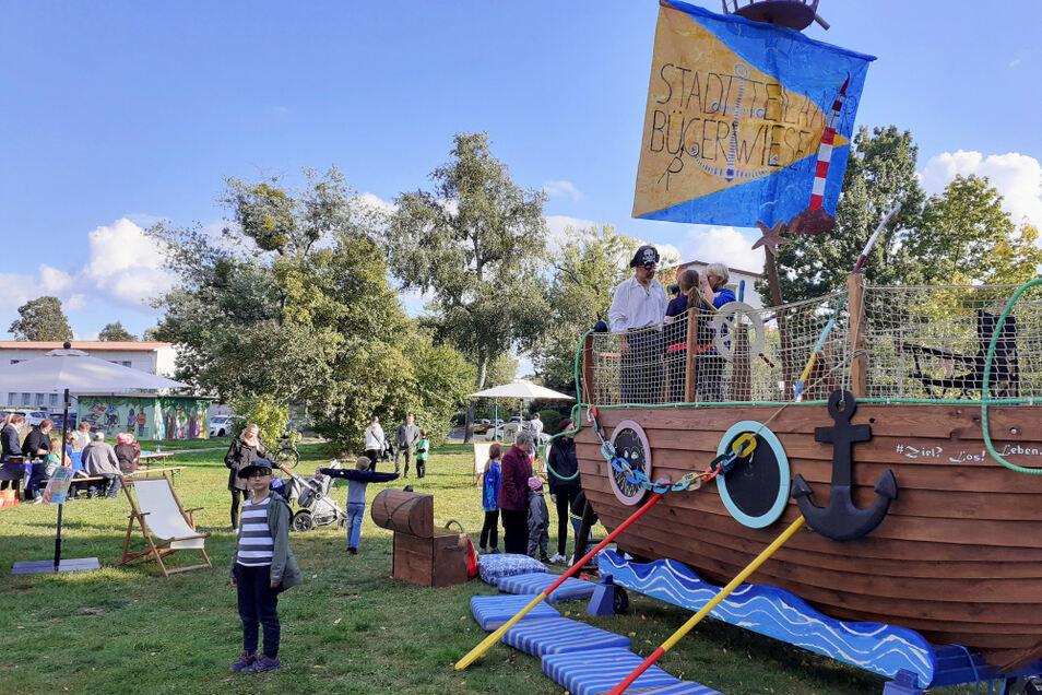 Absoluter Besuchermagnet war ein Piratenschiff, eigens von der IG Kinderferien aufs Stadtteilwiesen-Trockendock geordert.