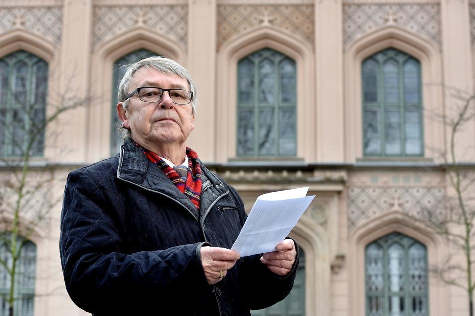 Gottfried Soukup vor Baugewerkeschule Zittau