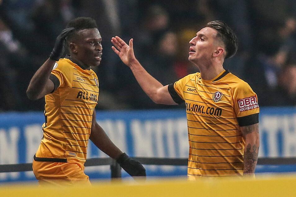 Dynamo hat wieder Grund, optimistisch zu sein: Moussa Koné, Torschütze in Berlin, und Baris Atik (r.).