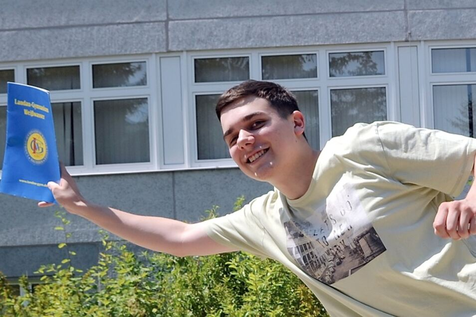 Tobias Mundt hat gut lachen. Als Bester seines Jahrgangs beendete er das Gymnasium in Weißwasser.