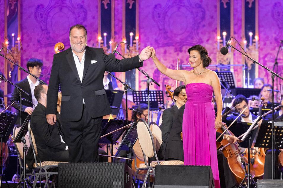 Der walisische Superstar Sir Bryn Terfel mit der Sopranistin Barbara Krieger, die auch Initiatorin und Mitgestalterin des Events ist.