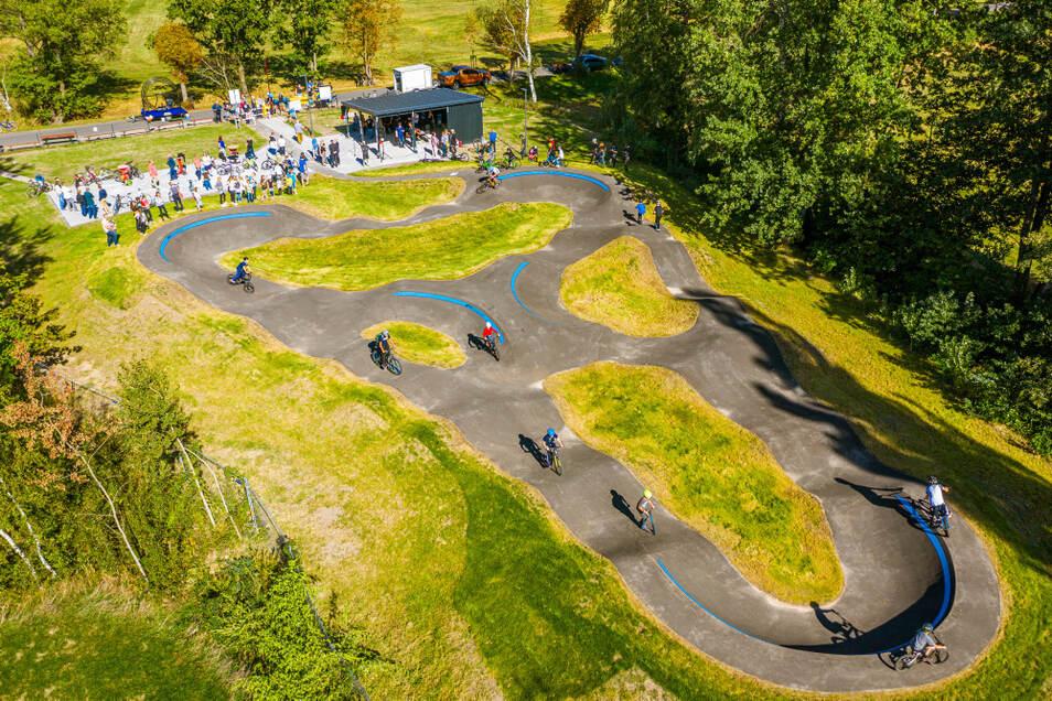 """Mit Begeisterung haben die Bernsdorfer Biker und Scooter-Fahrer am 18. September vergangenen Jahres die Freizeitanlage """"Bike & Chill"""" in Besitz genommen."""
