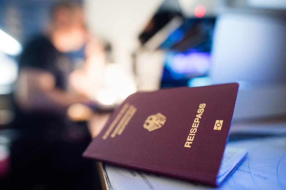 Auch für Deutsche ist es Pflicht, bei Reisen in ein anderes Land oder bei der Rückreise einen Pass dabeizuhaben.