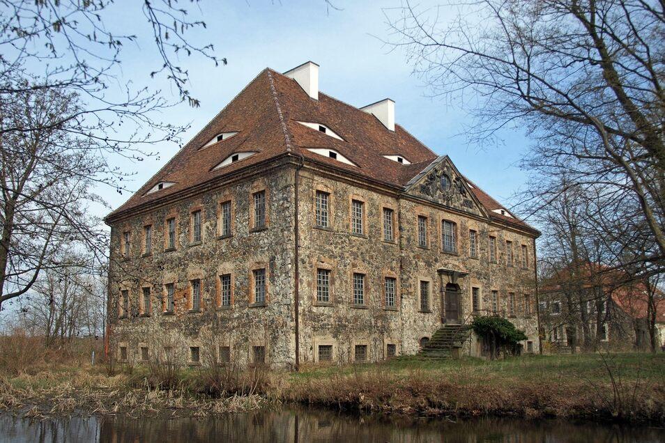 Schlummert vor sich hin: Wasserschloss Tauchritz.