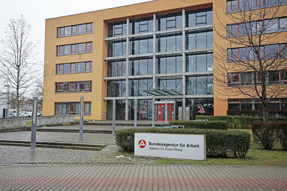 Der Sitz der Arbeitsagentur an der Riesaer Breitscheidstraße.