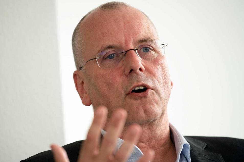 Thomas Röttgermann, Vorstandsvorsitzender von Fortuna Düsseldorf, beklagt die wachsende Kluft zwischen armen und reichen Klubs.