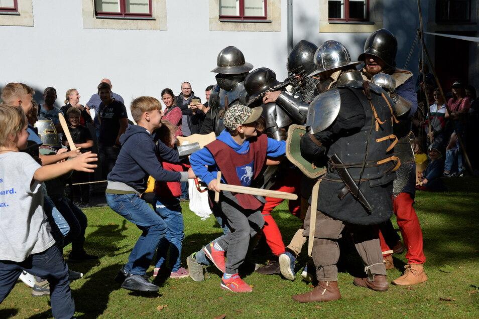 Die Jugend von heute gegen die alten Rittersleut': Am Wochenende ist im Schloss Burgk Mittelalterfest.