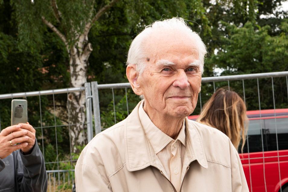 Auch Werner Geißler, der vor ein paar Tagen seinen 101. Geburtstag feierte, war bei dem feierlichen Akt dabei. Der Kamenzer machte in der Lessingschule 1939 sein Abitur und lehrte hier nach dem Krieg jahrzehntelang Mathematik und Physik.