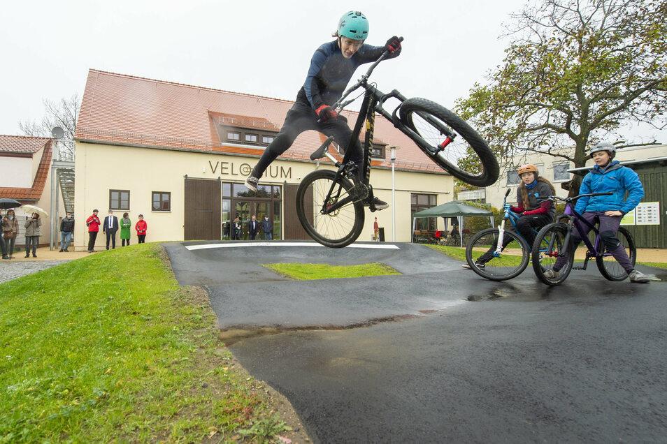 Auf dem Gelände befindet sich auch eine Fahrradstrecke, auf der sich jeder ausprobieren kann.