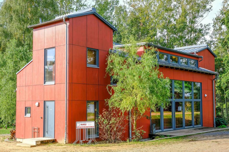 Das markante Gebäude am Dippelsdorfer Teich nahe Moritzburg ist der Ausgangspunkt für die Exkursionen des Naturschutzbundes.