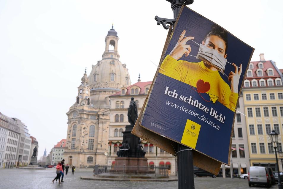 In Dresden gilt auf sonst belebten Plätzen wie auf dem Neumarkt in der Altstadt Maskenpflicht.