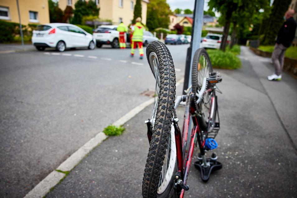 Das Unfallrad ist völlig demoliert.