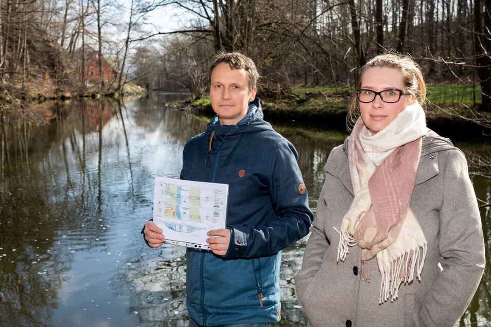 Andreas Beesdo und Anne Pawolski sorgen sich um das Spreetal. Sollte der zweite Bauabschnitt der Bautzener Südumfahrung gebaut werden, müsste etwa in diesem Bereich eine Brücke errichtet werden.
