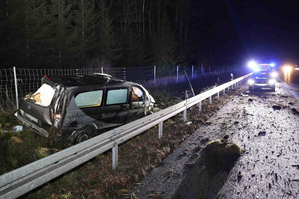 Ein Leichenwagen ist auf der A 4 nahe Burkau verunglückt.
