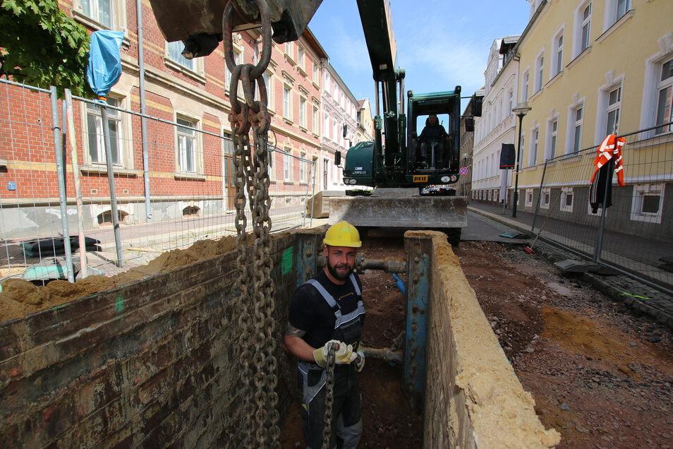 Derzeit werden auf der Annenstraße in Hartha Erdarbeiten des Abwasserzweckverbands erledigt. Die Stadt will die Straße auch vollständig sanieren. Das geht jedoch nur mit Fördermitteln des Landes.