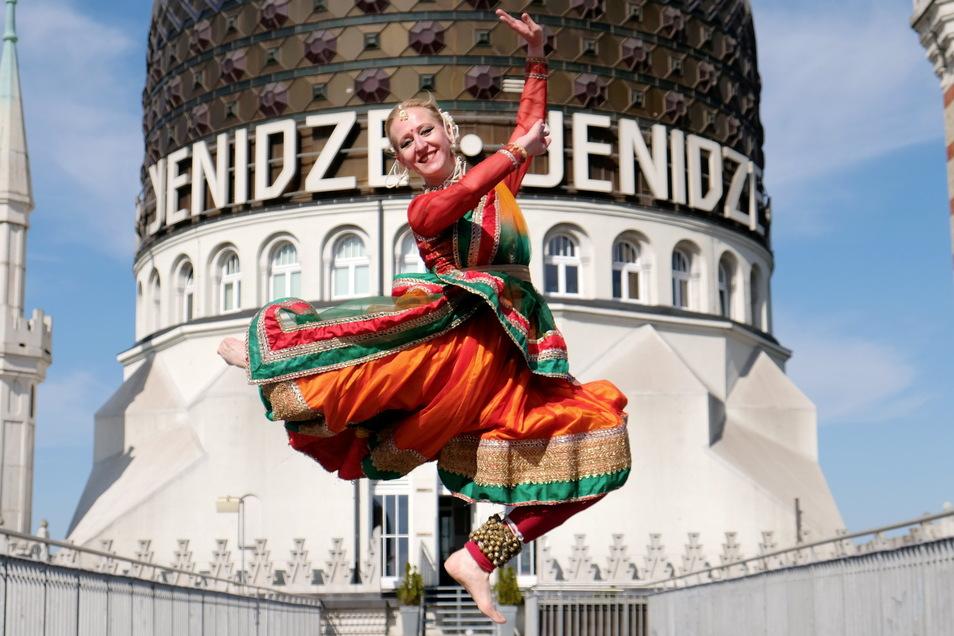 Anne Dietrich möchte mit indischen Tänzen und Handgesten ein bisschen Magie und Weisheit des Orients herzaubern.