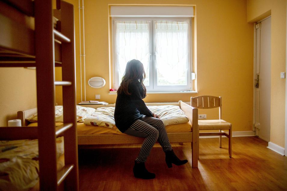 Frauen- und Männerhäuser als Schutz vor Gewalt in der eigenen Wohnung sind in Sachsen knapp. Der Landtag stimmte nun einem Antrag der Koalition zu, der Verbesserungen und den Ausbau voranbringen soll.