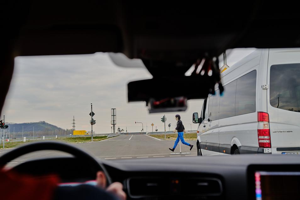 Ein Kreuzungsassistent soll Fußgänger und Radfahrer an unübersichtlichen Kreuzungen schützen.