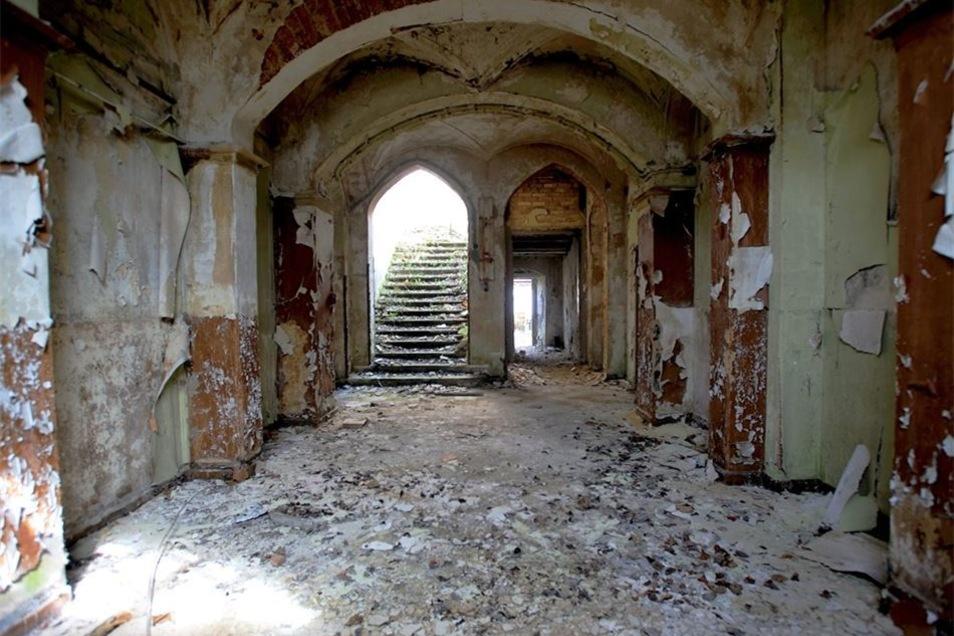 Im Keller des Schwepnitzer Schlosses sind die Spitzbögen der Neugotik zu finden. Er ist nicht mehr begehbar.