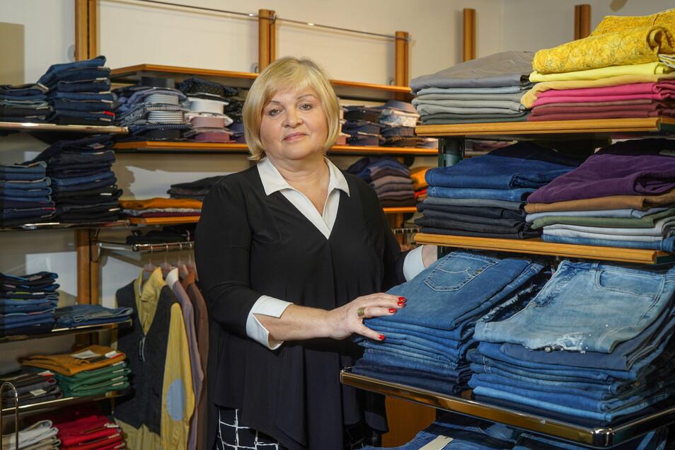 Christina Feiler hat in ihrer Modeboutique in Neukirch noch reichlich Ware aus der Winterkollektion da. Die will sie spenden, denn nach dem Lockdown kommen Frühjahrs- und Sommersachen in die Regale.