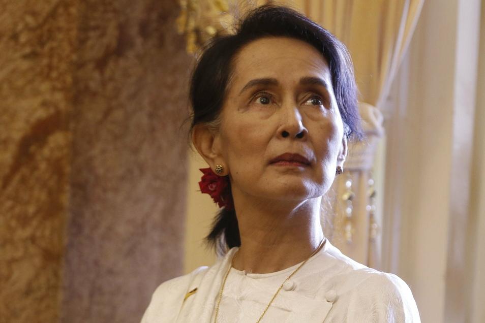 Aung San Suu Kyi, Regierungschefin von Myanmar, und weitere ranghohe Politiker des Landes sind nach Angaben ihrer Partei vom Militär festgesetzt worden.