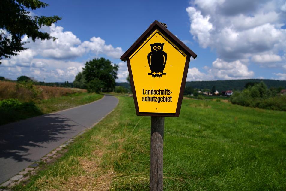 Das gelbe Schild mit der Eule ist laut Stadt Hinweis genug für Autofahrer, dass in diesem Gebiet nicht geparkt werden darf. Wer den Parkplatz in Zschieren nutzt, fährt auf dem Weg dahin an diesem Schild vorbei. Deshalb verteilt das Ordnungsamt dort auch K