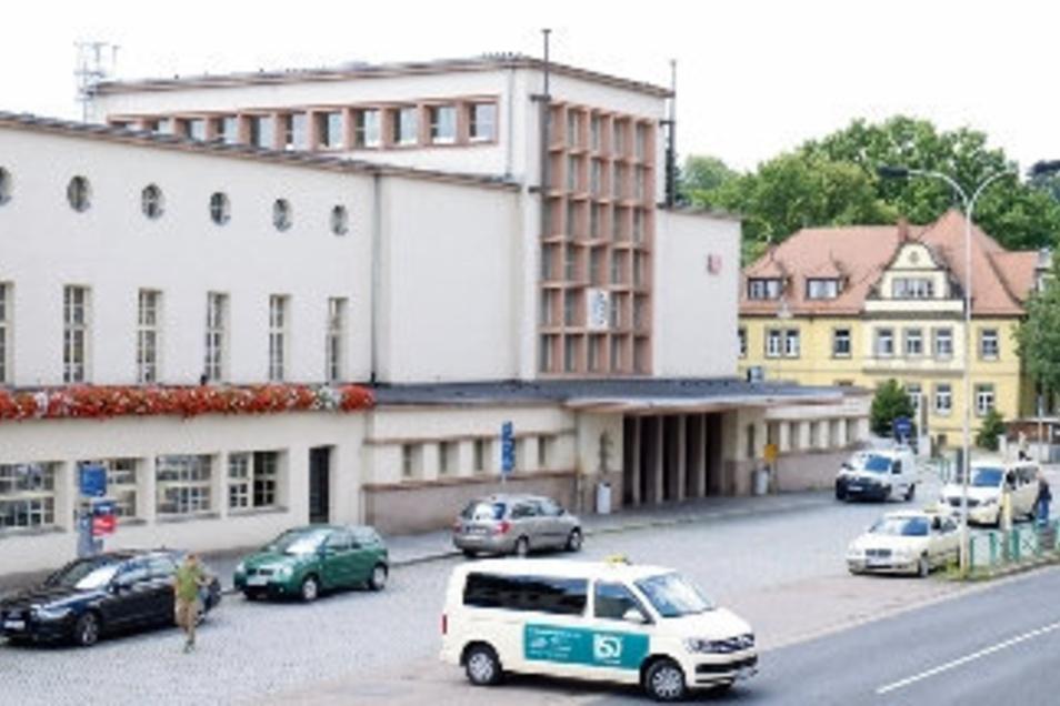 Tatort Bahnhofsvorplatz. Ein junger Mann wird völlig unvermittelt und ohne Grund angegriffen und verletzt. Tage vorher war der Täter aus einer Suchttherapie rausgeschmissen worden.
