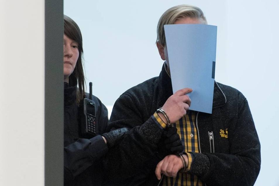 Maria K., 28 Jahre alt, arbeitslos, Ausbildung als Goldschmiedin abgebrochenPaul Sander